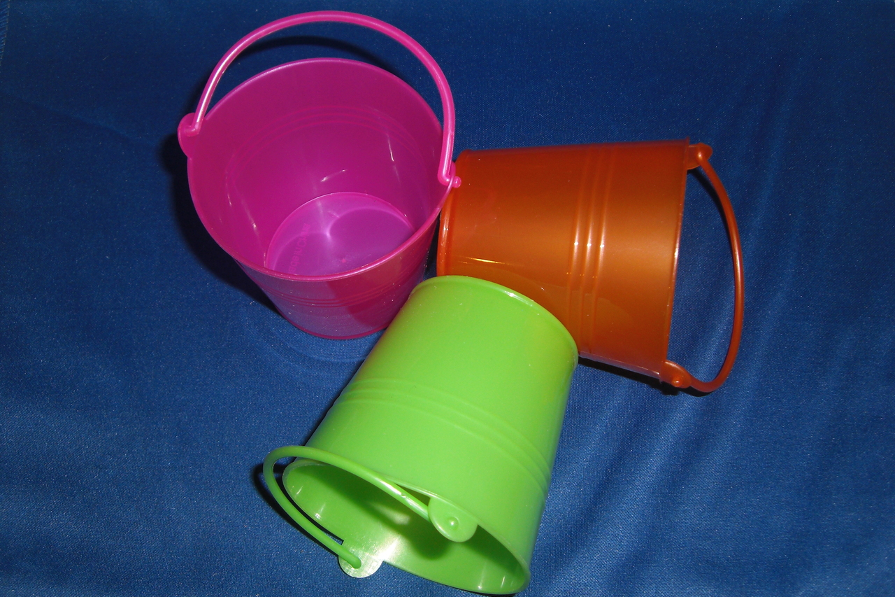 Medium Plastic Buckets (ea)