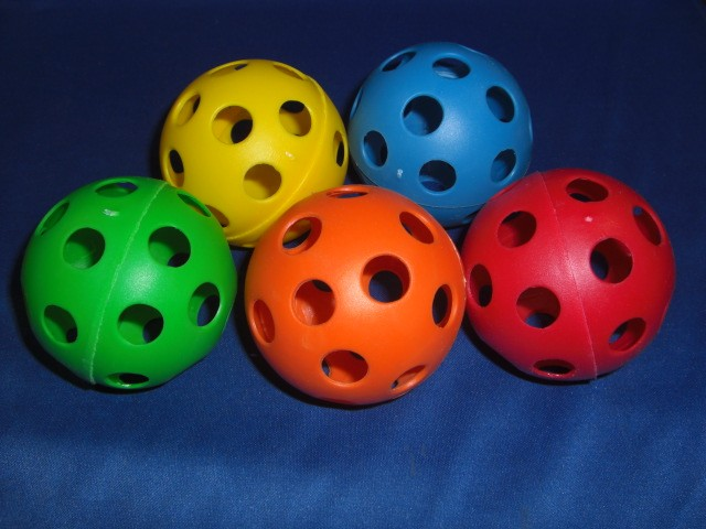 Medium Wiffle Ball Assorted Colors